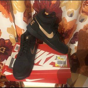 NIB Nike Court Borough Size 11